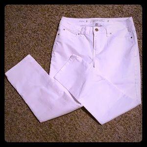 White Jennifer Lopez capris